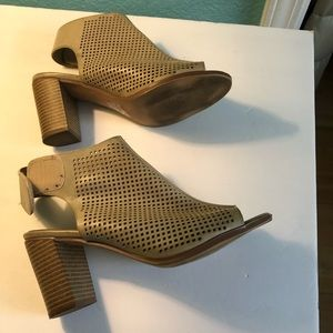EUC City Classified taupe heels 3 1/2 inch